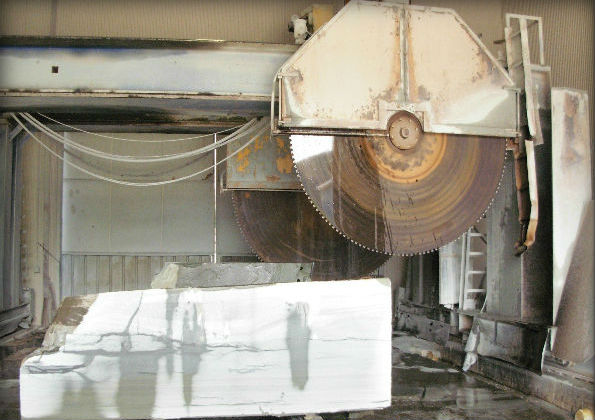 "11'-6"" & 10'-0"" diameter large circular diamond saws used for block cutting"