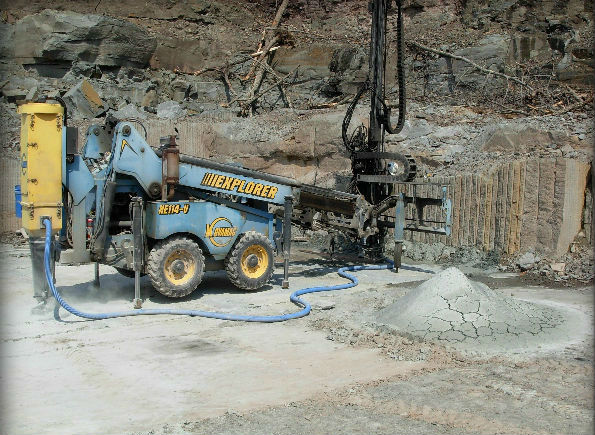 Hydraulic drill used for extracting blocks