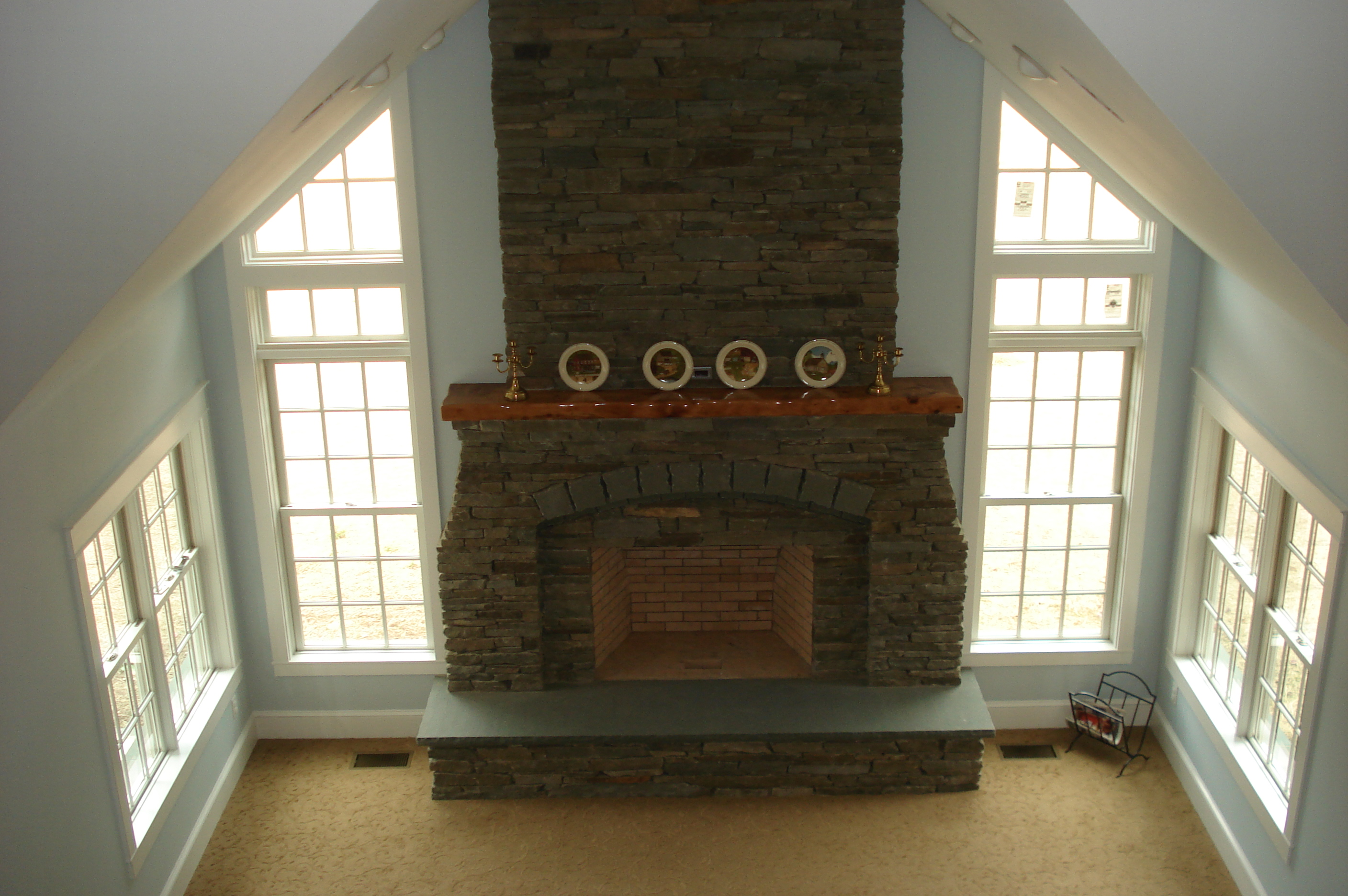 "4"" Weathered Quarry Ashlar & Thermal Hearth with Rocked Edge"